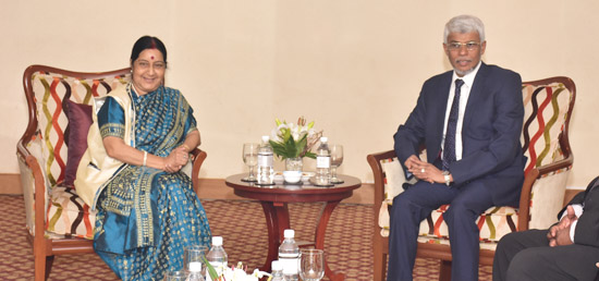 External Affairs Minister meets Ahamed Nazeer Zainulabdeen, Chief Minister of Eastern Province of Sri Lanka in Colombo