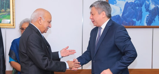 M.J. Akbar, Minister of State for External Affairs meets Erlan Abdyldaev, Foreign Minister of Kyrgyzstan in Bishkek